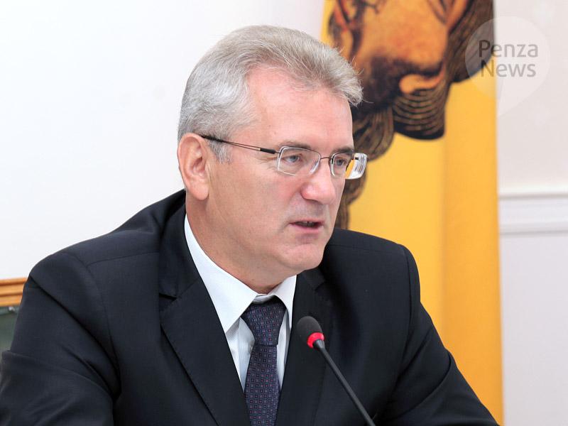 Иван Белозерцев зарегистрирован как кандидат в губернаторы, но удостоверение не получил
