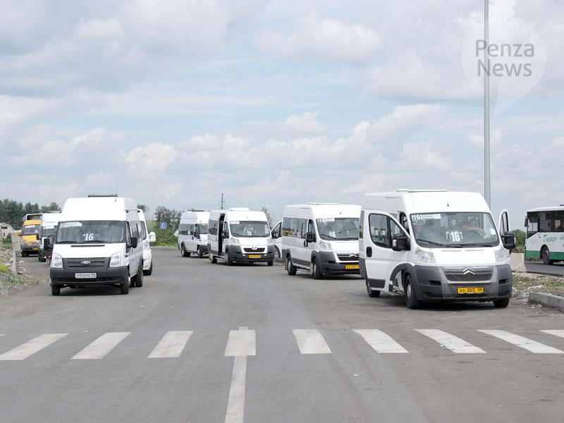 Схема движения автобусов малой вместимости, следующих по маршруту 13 от улицы Рахманинова до Центрального рынка...