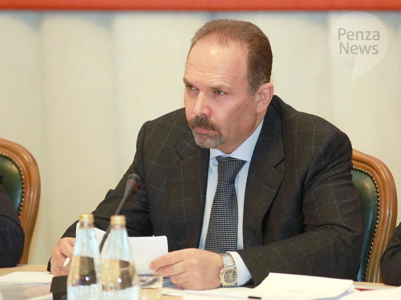 Руководитель Минстроя Михаил Мень прокомментировал идею снизить градус воды вквартирах
