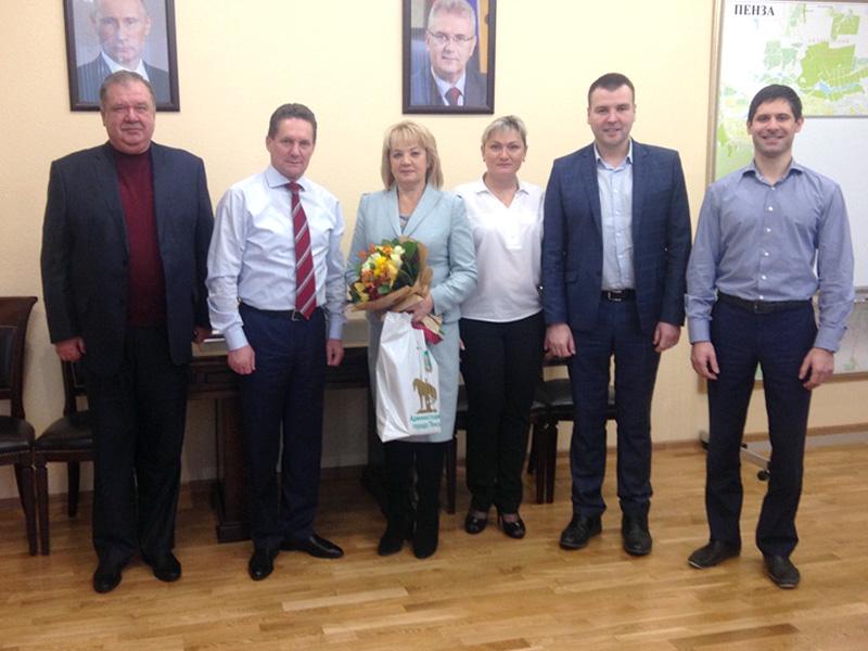 Мэр Пензы поздравил с днем рождения главу администрации ...: https://penzanews.ru/society/107852-2016