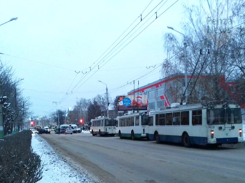 Вмассовое ДТП вПензе попал маршрутный автобус