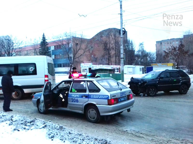 Крупное ДТП уДВС вПензе сучастием маршрутки спровоцировало пробку
