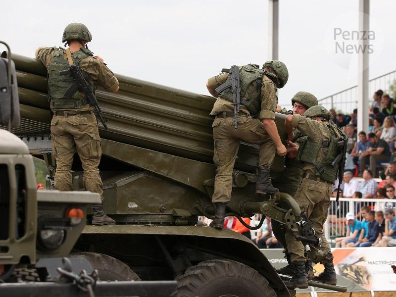 "Russian team wins ""Master gunsmith"" competition near Penza"