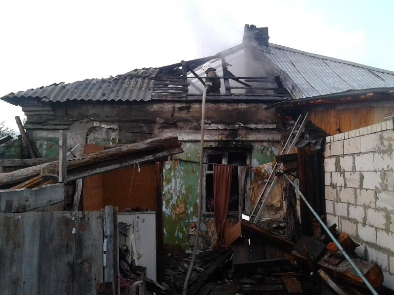 ВКузнецке 5 машин выезжали спасать отогня дом