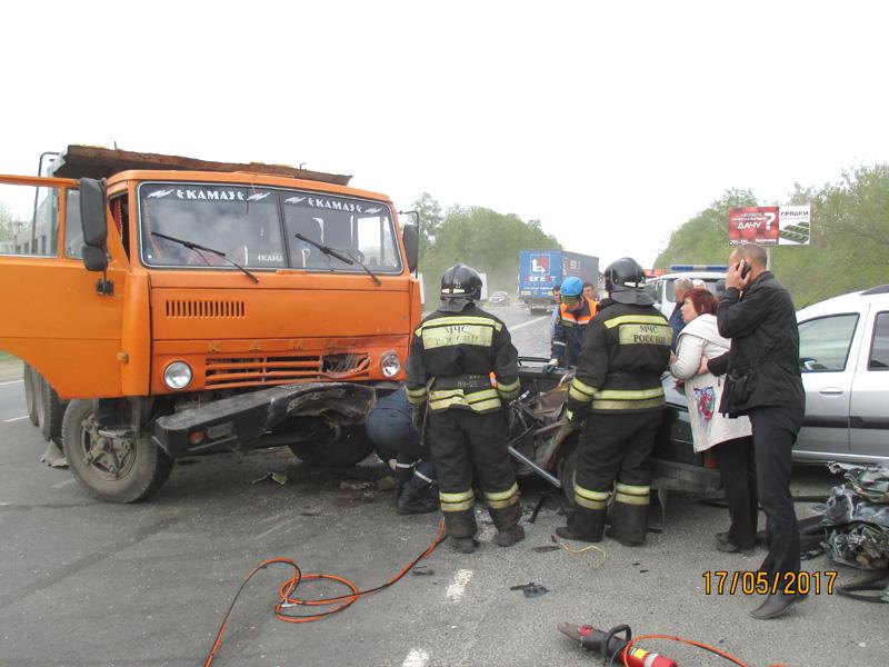 Молодой шофёр ВАЗ-21099 умер в трагедии сКамАзом под Чемодановкой