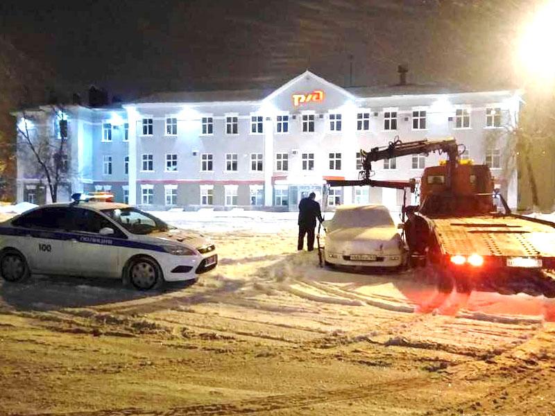 ВПензе сПривокзальной площади эвакуировали 6 машин, мешавших уборке снега