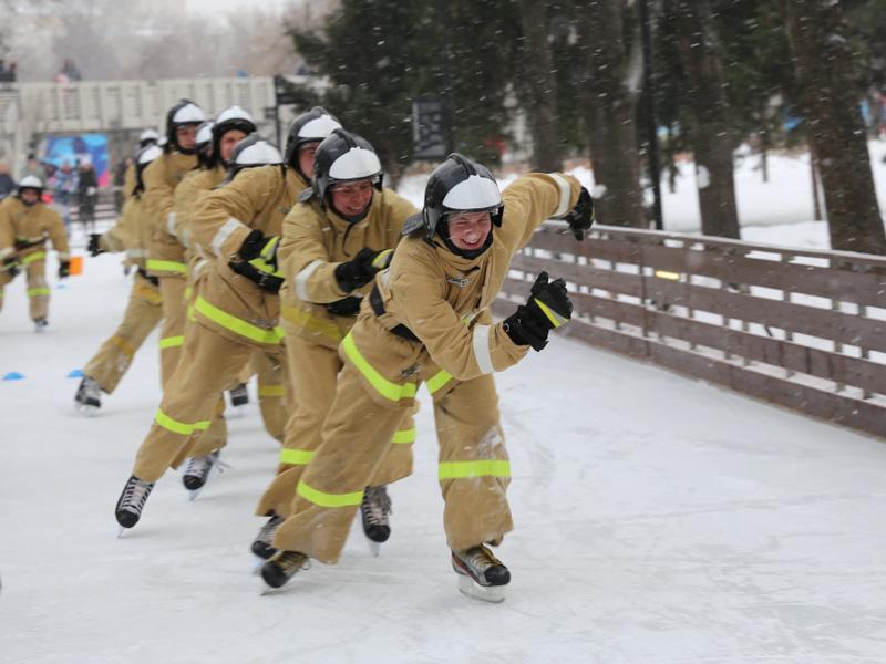 Cотрудники экстренных служб изСАО провели конкурс снеговиков наВсероссийском пожарно-спасательном флешмобе