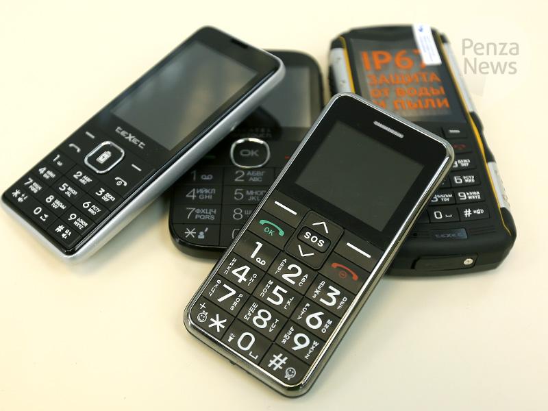 bfb0539a0d543 Выбор кнопочного телефона для детей эксперт объясняет в первую очередь тем,  что стоимость аппарата очень низкая, а потому будет не так обидно, если  ребенок ...