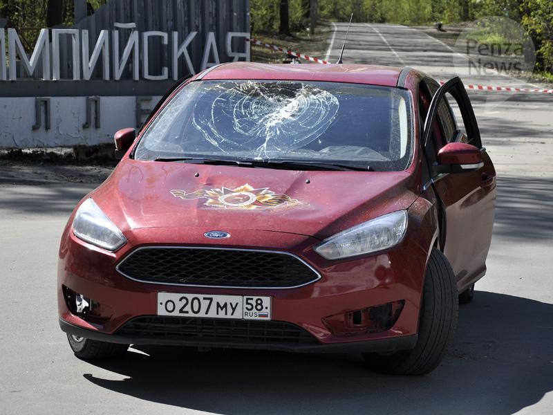УОлимпийской аллеи пензенцы разбили автомобили друг дружку ногами имолотком