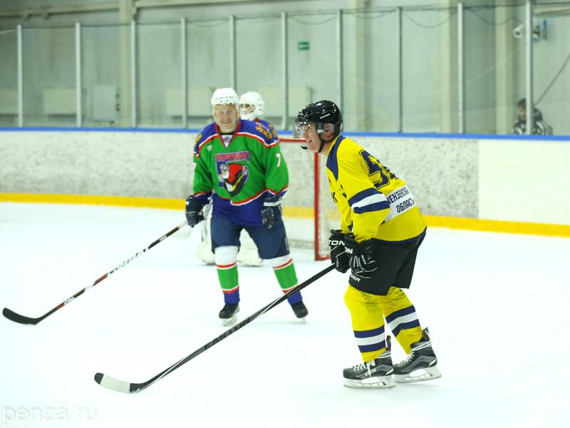 Делегация Пензенской области завершила собственный визит вБрянск хоккейной игрой
