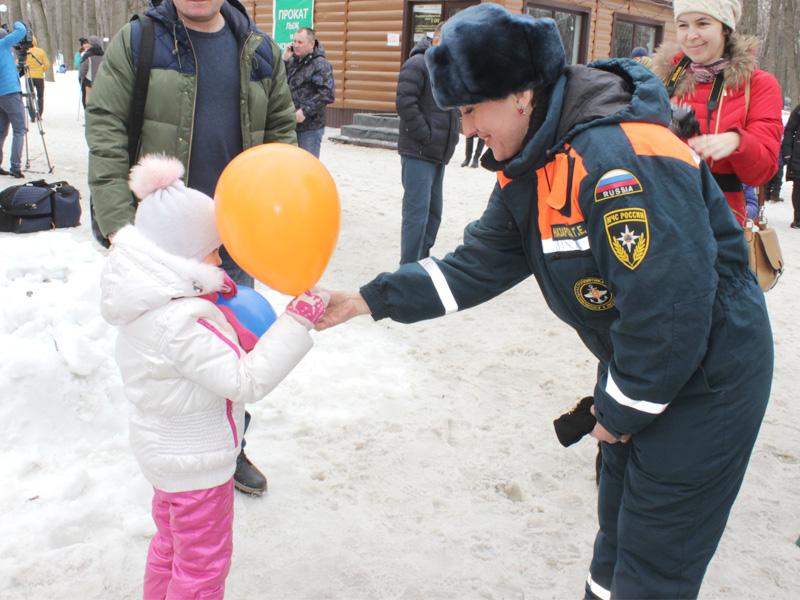 Пожарные и cотрудники экстренных служб Ставропольского края приняли участие воВсероссийском флешмобе