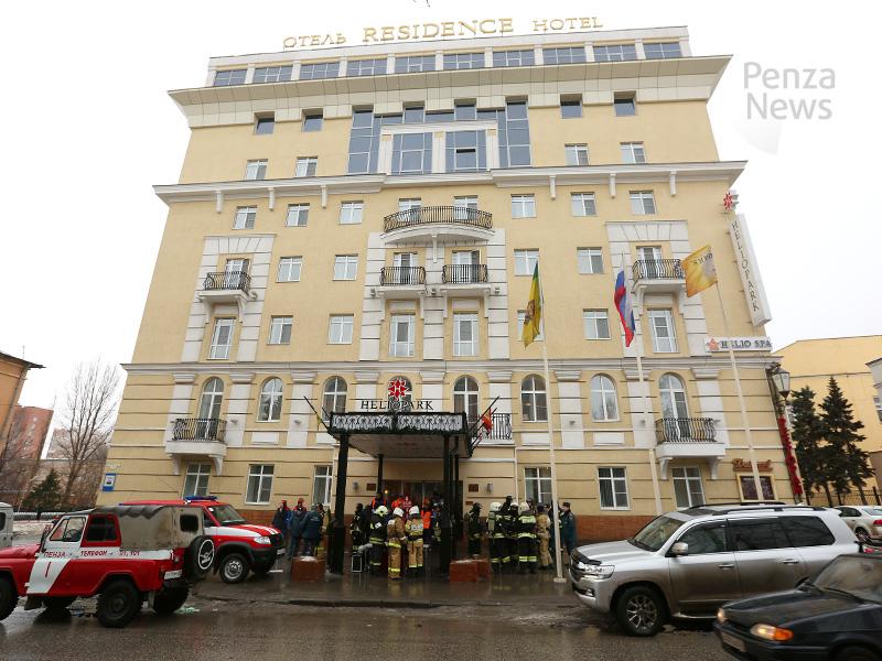 Отель вцентре Пензы оцепили все экстренные службы города