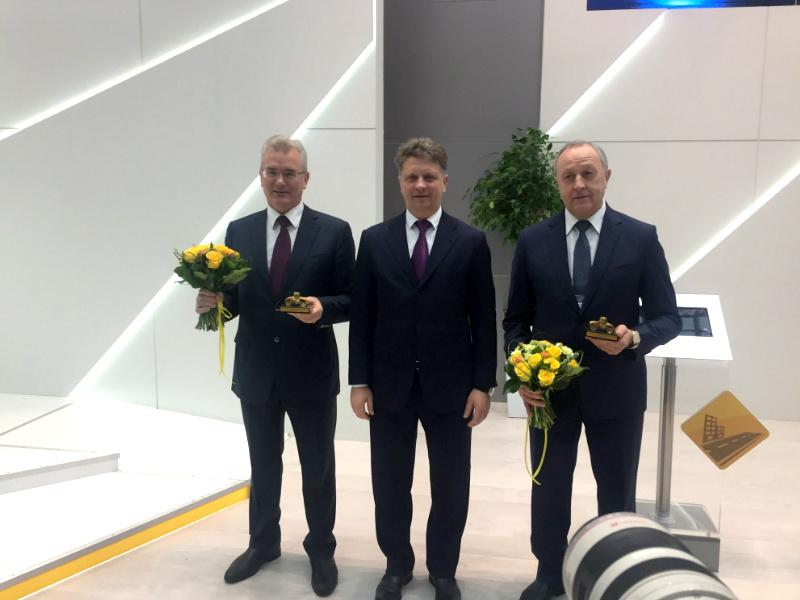 Министр транспорта Российской Федерации наградил пензенского губернатора заремонт дорог