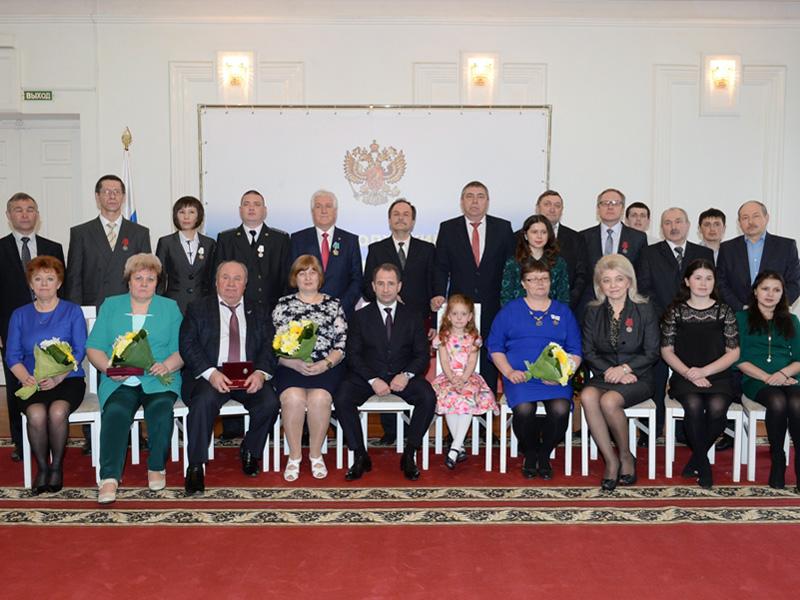 Михаил Бабич попоручению лидера России вручил государственные награды жителям Приволжья