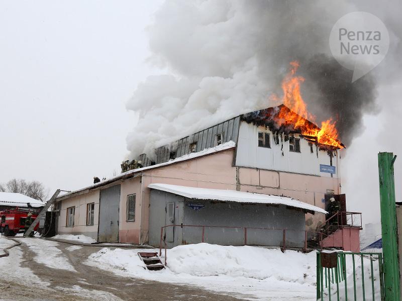 ВПензе наулице Революционной вмногоэтажном здании СТО случился пожар