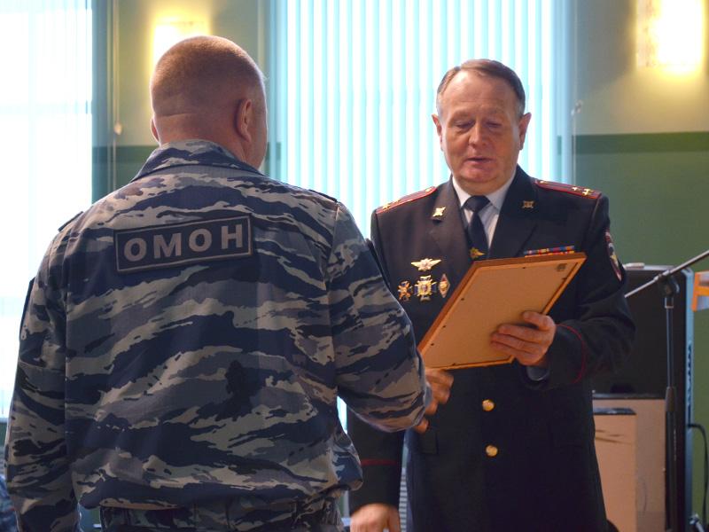 Руководитель Ингушетии поздравил бойцов ОМОН спрофессиональным праздником