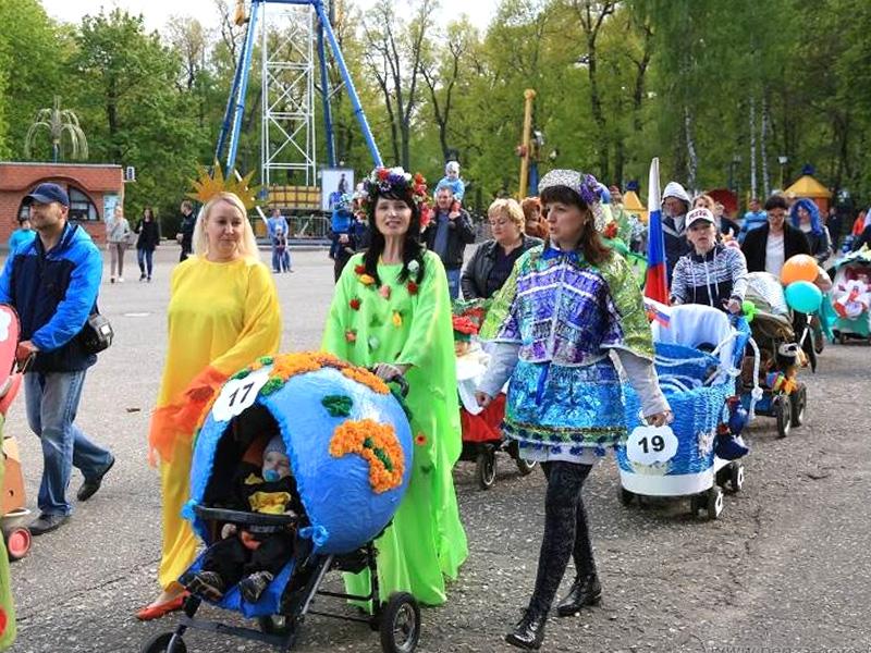 1-ый канал снял репортаж опензенском параде колясок