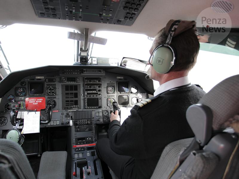 Самолет Пенза— Сочи вынужденно сел вСаратове после столкновения состаей птиц
