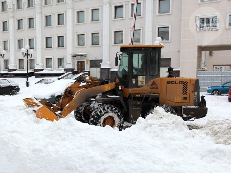 СПривокзальной площади эвакуировали мешающие уборке снега машины