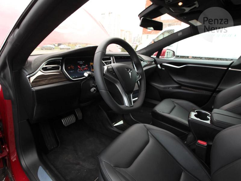 Илон Маск представил электрический грузовик Tesla