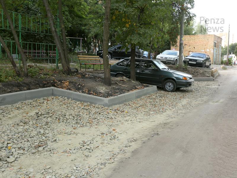 В Пензенской области ввели штрафы за парковку на газонах, детских и спортплощадках