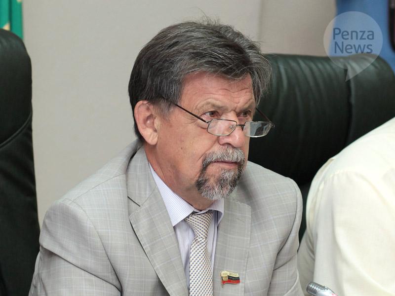 Глава города Юрий Алпатов поздравил жителей Пензы с Днем государственного флага