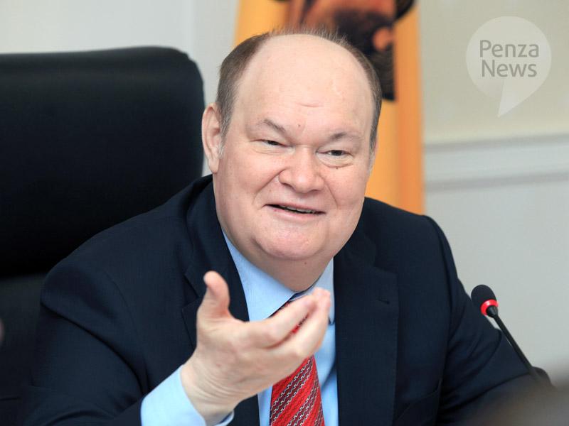 Пензенский губернатор пообещал школьникам подарки за лучшие сочинения о малой родине