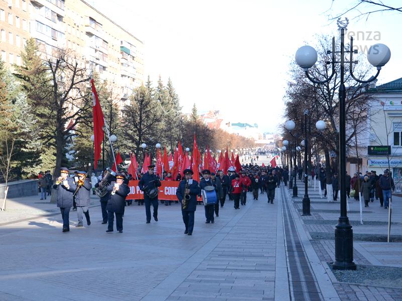 Обычное шествие имитинг КПРФ пройдут 7ноября вБарнауле