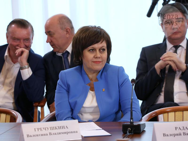 Медведев призвал идальше снижать ставки поипотеке