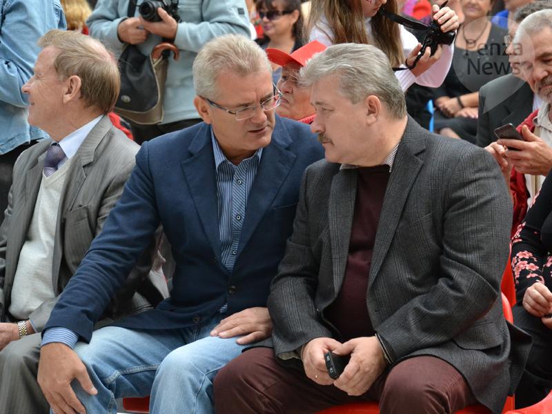 Юрий Кривов поздравил Ивана Белозерцева с днем рождения