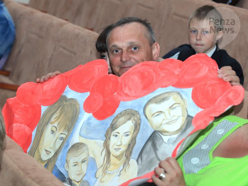 54% граждан России  позитивно  оценили достаток собственной  семьи— Опрос
