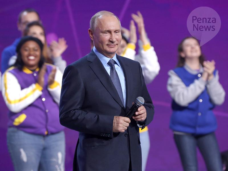 Владимир Путин поздравил молодежь с Днем российских студенческих отрядов