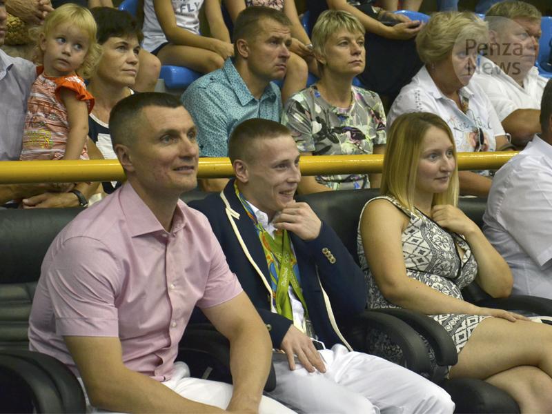 Пензенский гимнаст Денис Аблязин женится на собственной приятельнице Ксении Семеновой
